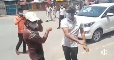 पहले मोबाइल तोड़ा,फिर थप्पड़ मारा,फिर पुलिस वालों से पिटवाया…ये साहब है #छत्तीसगढ़ के सूरजपुर के कलेक्टर ..ये क्या तरीका है