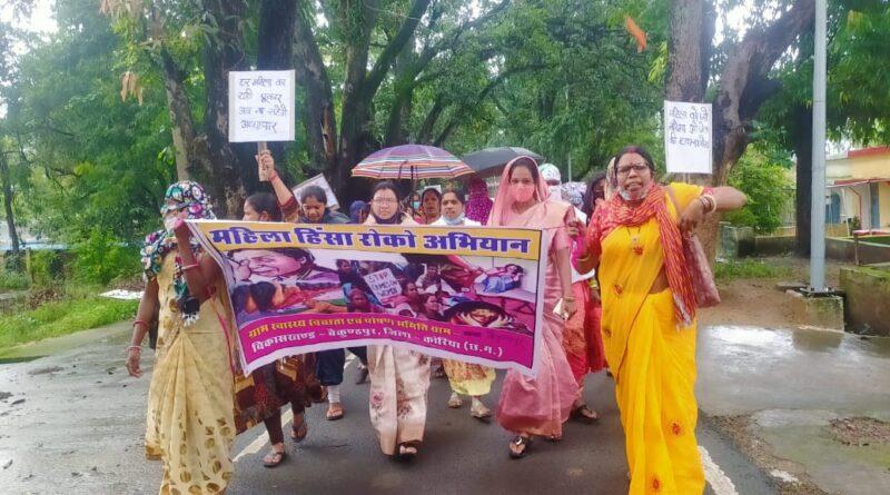 जिला पंचायत अध्यक्ष  रेणुका सिंह, *जनपद पंचायत अध्यक्ष  सौभाग्यवती सिंह, *एम.टी.मितानिनों के द्वारा बैंकुन्ठपुर मुख्यालय में रैली निकाल कर महिलाओं के लिए संदेश दिया गया ।